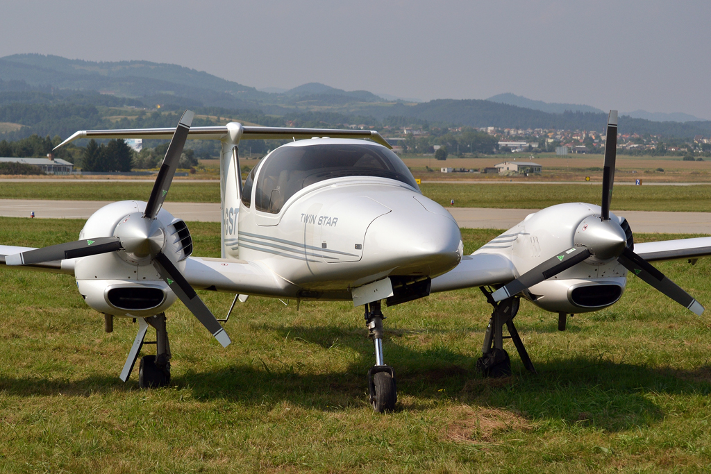 Diamond DA42 Twin Star Private OM-GST Sliac (SLD/LZSL) August_27_2011
