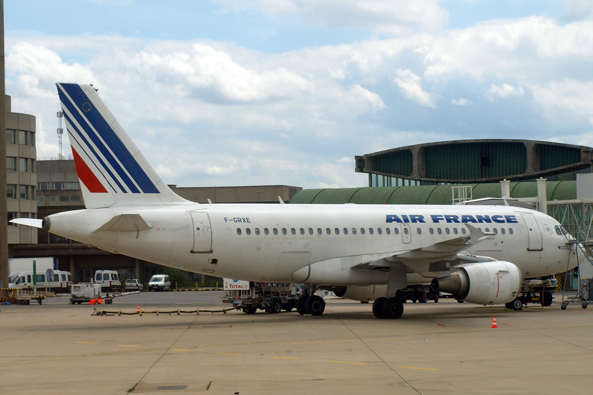 A319-111 Air France F-GXNE Paris_Charles_de_Gaulle June_21_2007