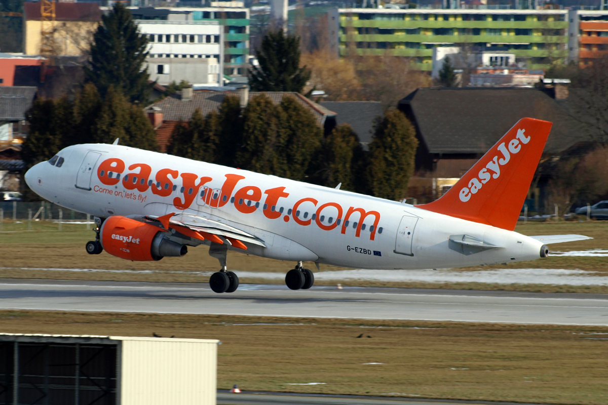 A319-111 EasyJet Airline G-EZBD Salzburg January_9_2011