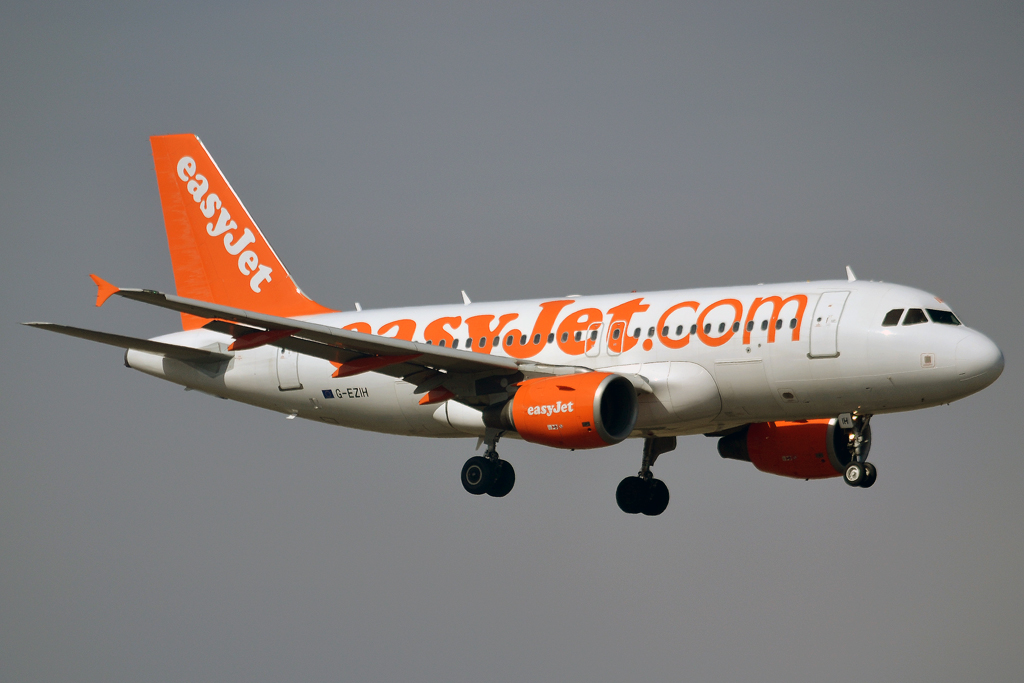 A319-111 EasyJet G-EZIH Prague_Ruzyne (PRG/LKPR) March_24_2013