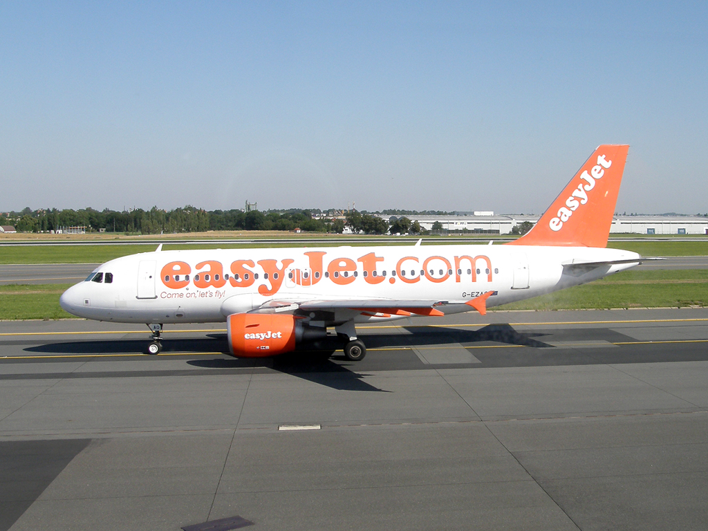A319-111 EasyJet Airline G-EZAO Prague_Ruzyne (PRG/LKPR) August_01_2009