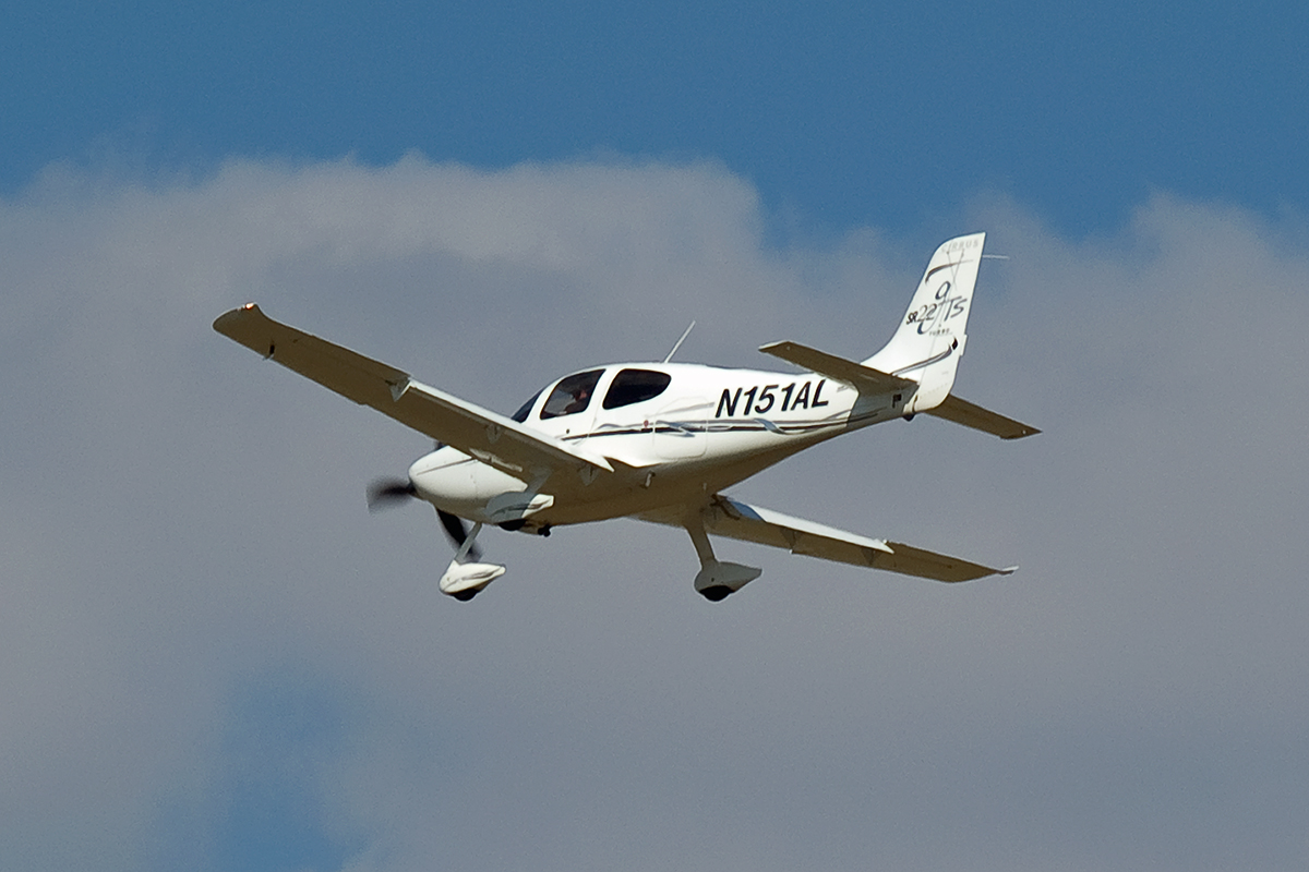 Cirrus SR-22 Untitled N151AL Wien_Schwechat April_8_2007