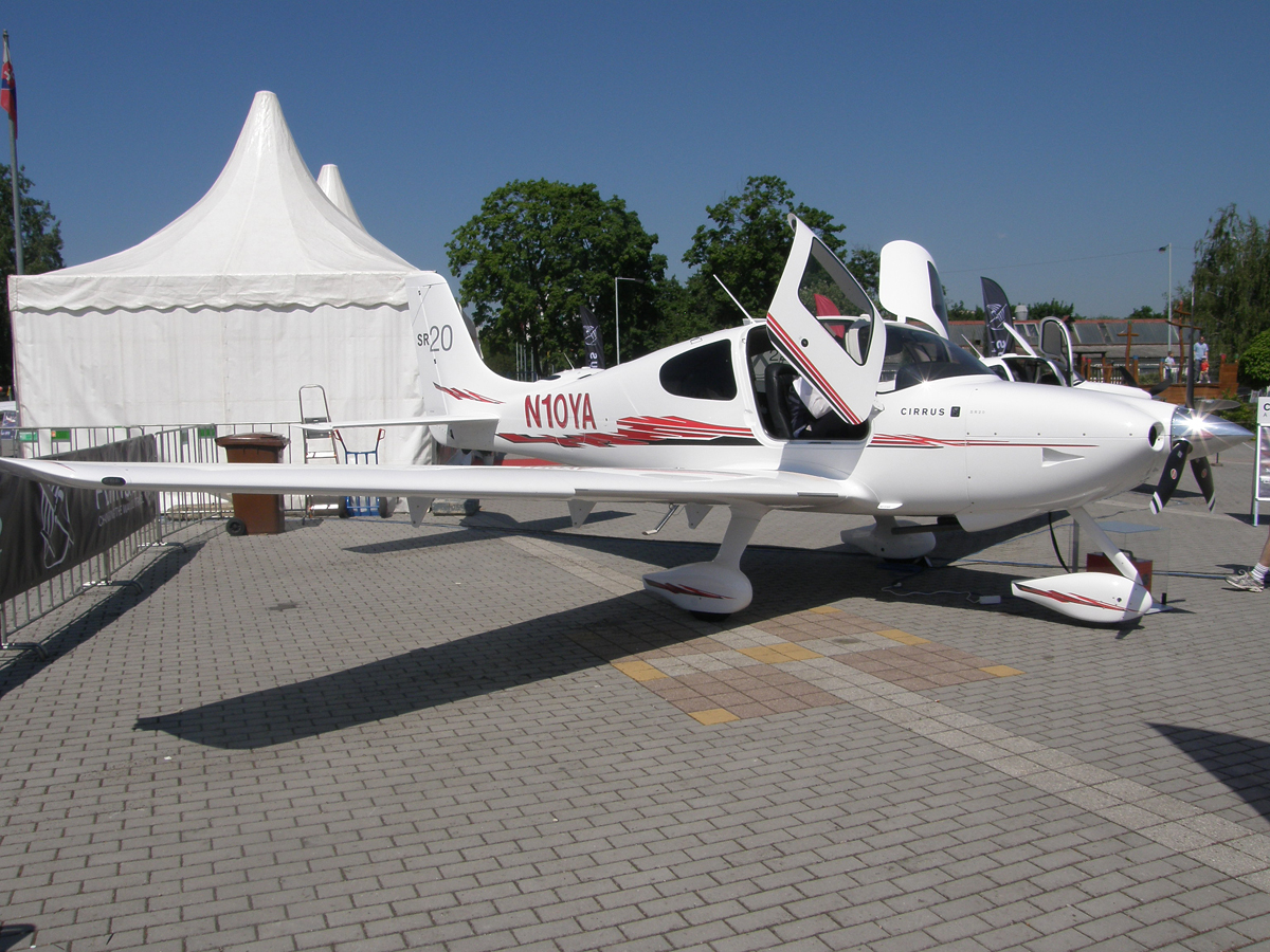 Cirrus SR-20 Untitled N10YA Prague_Letnany (LKLT) May_24_2009