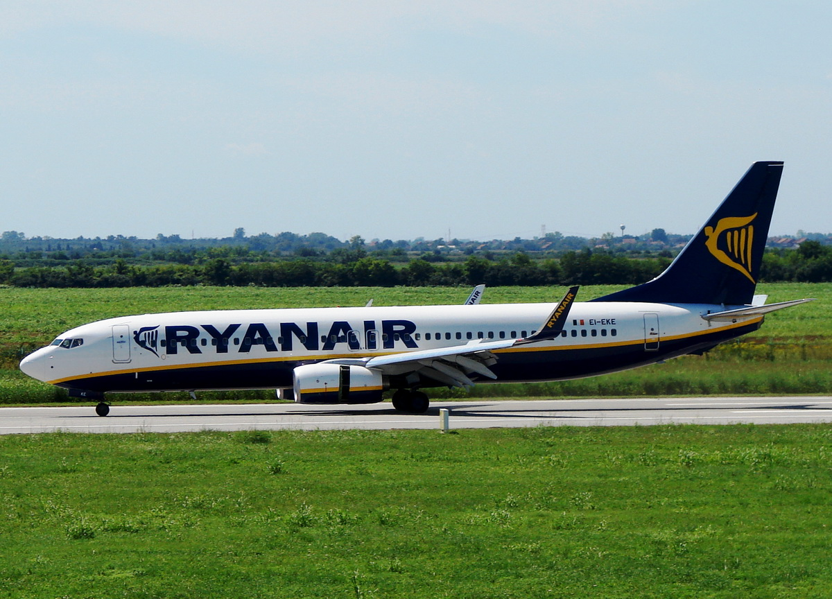 B737-8AS Ryanair EI-EKE Osijek-Klisa (OSI/LDOS) August_11_2010