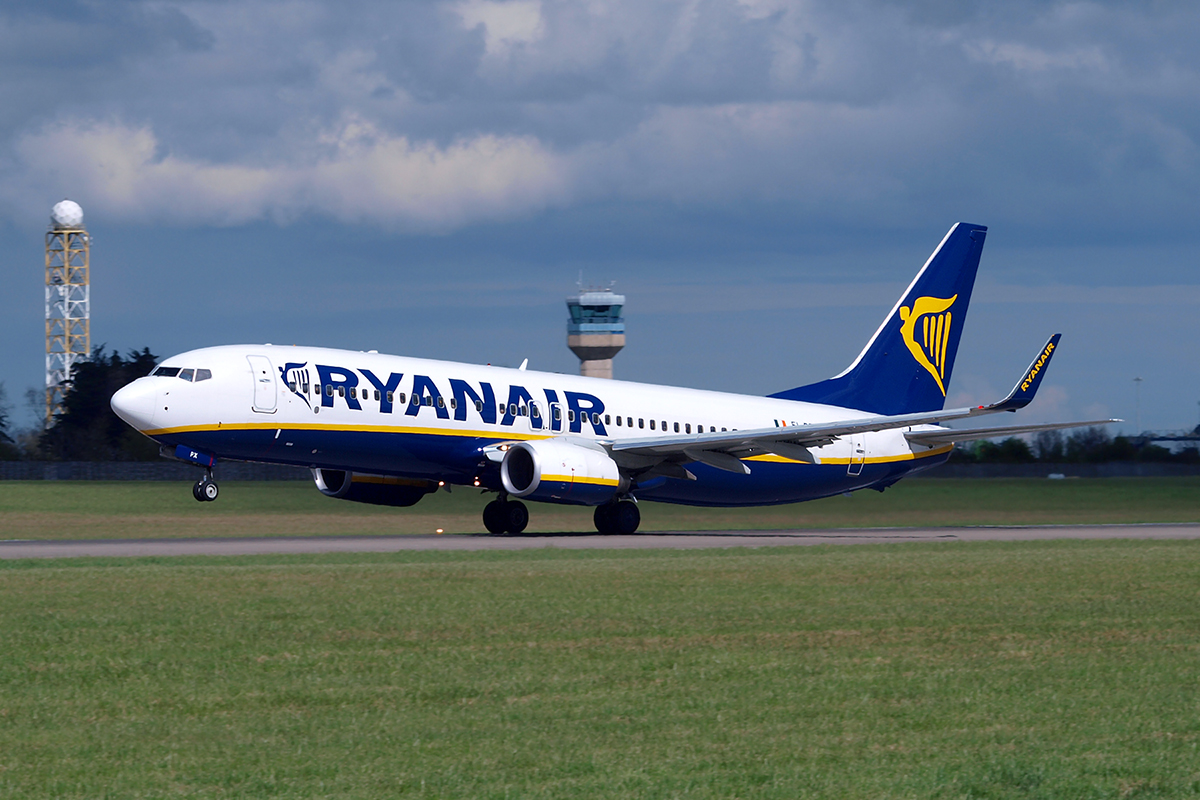 B737-8AS Ryanair EI-DPX Dublin_Collinstown April_10_2009