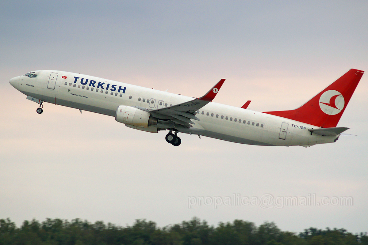 B737-8F2 Turkish Airlines TC-JGF Zagreb_Pleso October_5_2006