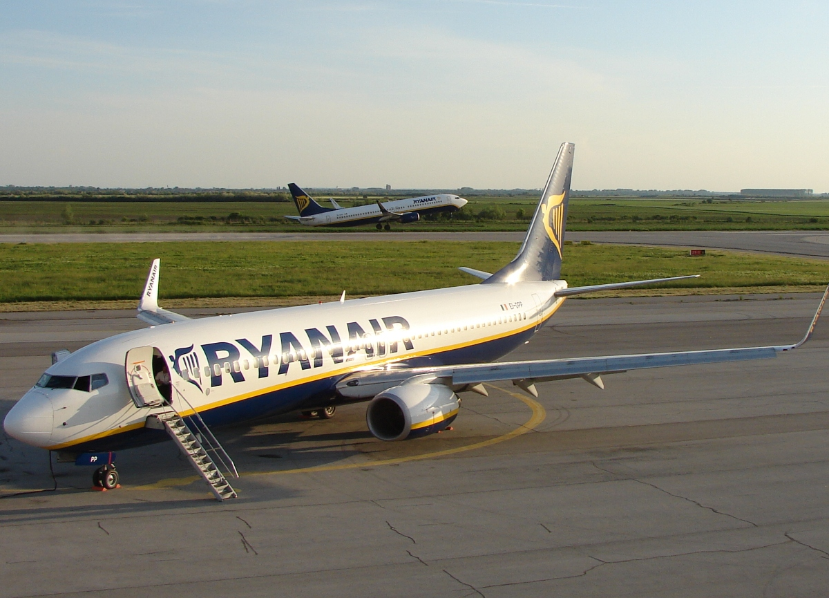 B737-8AS Ryanair EI-DPP Osijek-Klisa (OSI/LDOS) May_10_2009
