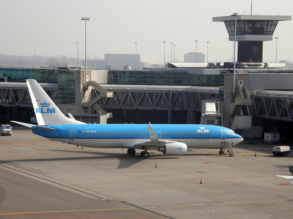 B737-8K2 KLM - Royal Dutch Airlines PH-BXZ Amsterdam_Schiphol March_16_2011