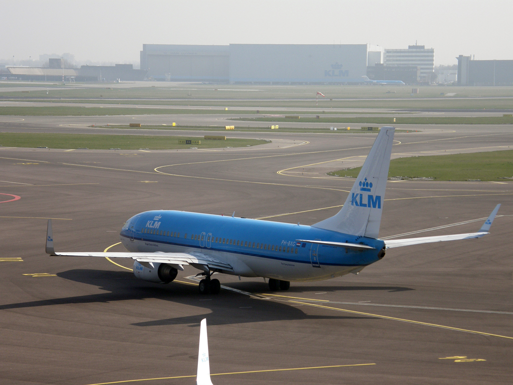 B737-8K2 KLM - Royal Dutch Airlines PH-BXG Amsterdam_Schiphol March_16_2011