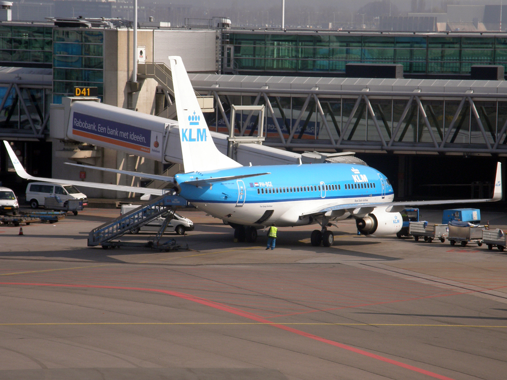 B737-7K2 KLM - Royal Dutch Airlines PH-BGE Amsterdam_Schiphol March_16_2011