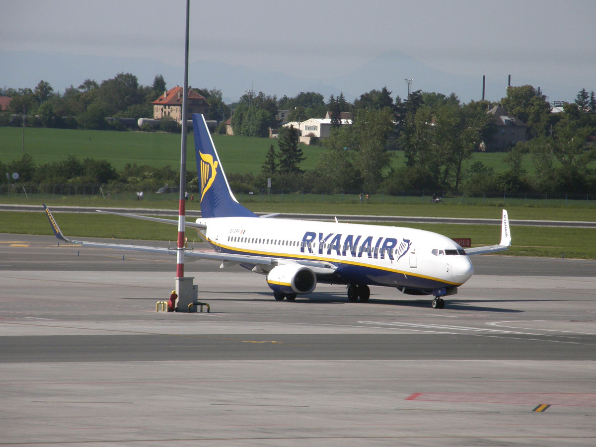 B737-8AS Ryanair EI-DPP Prague_Ruzyne May_24_2009