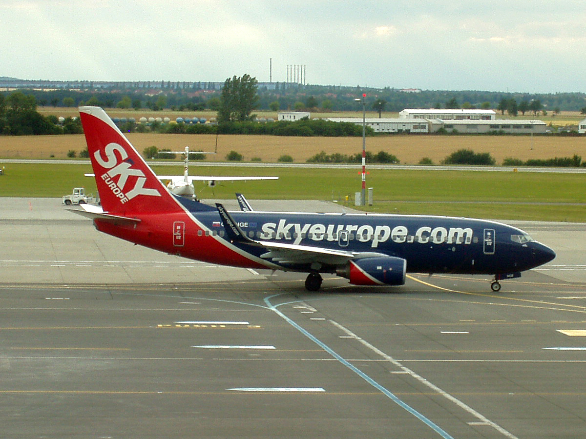 B737-76N SkyEurope Airlines OM-NGE Prague_Ruzyne June_30_2007