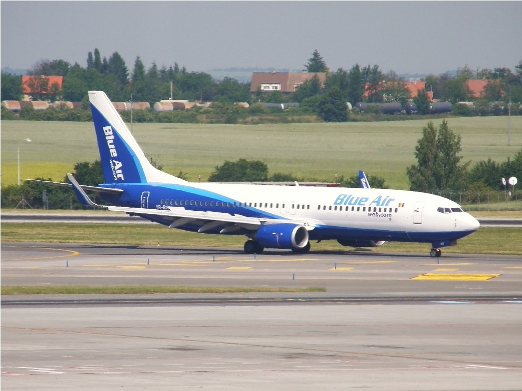 B737-8AS Blue Air YR-BIB Prague_Ruzyne July_03_2010