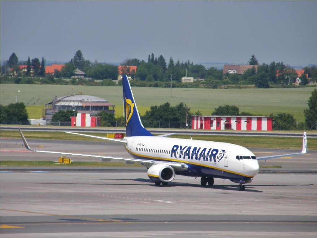 B737-8AS Ryanair EI-EFD Prague_Ruzyne July_03_2010