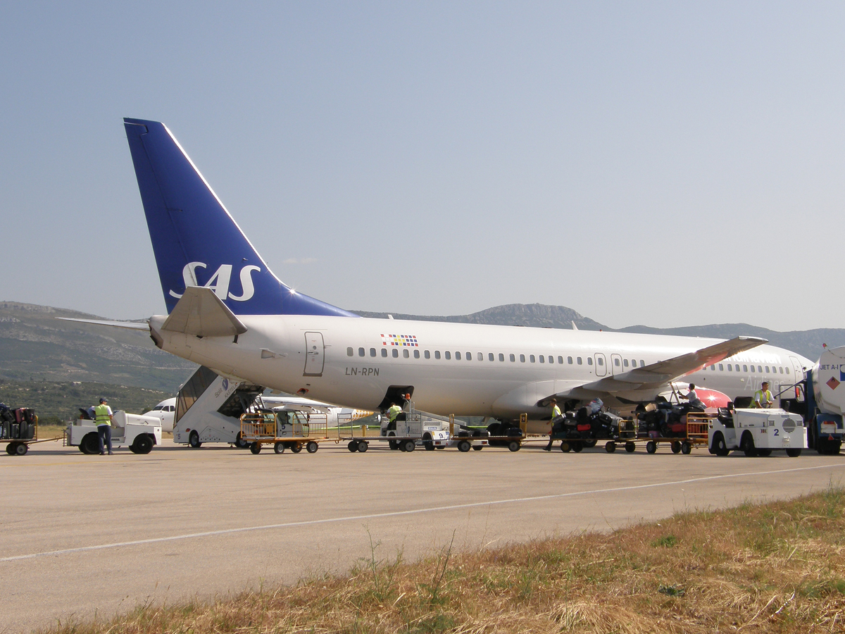 B737-883 Scandinavian Airlines - SAS LN-RPN Split_Resnik August_08_2009