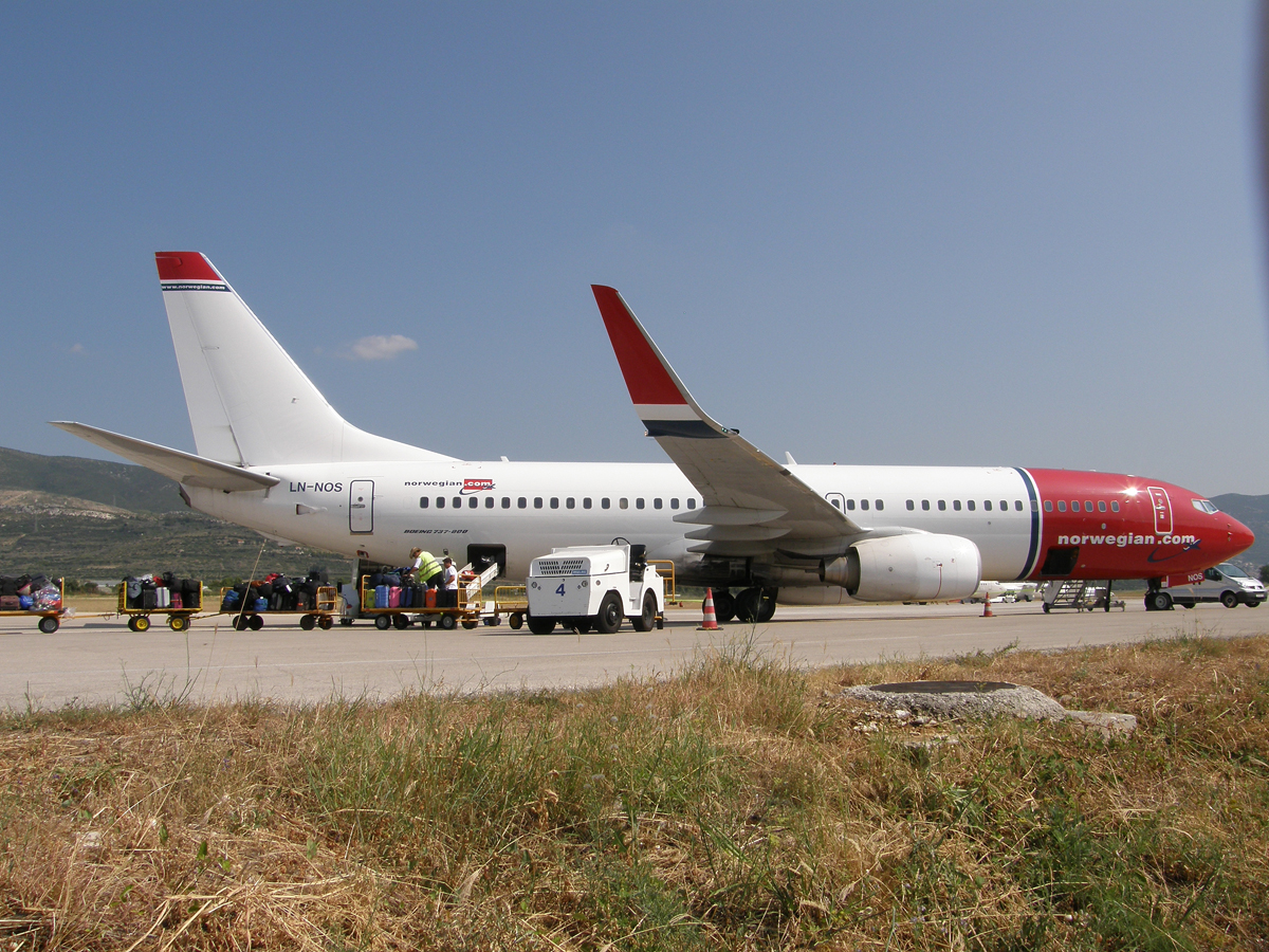 B737-8BK Norwegian Air Shuttle LN-NOS Split_Resnik August_08_2009